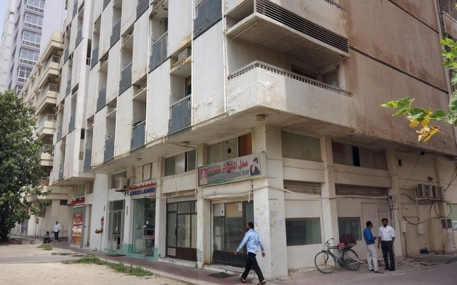 his Abu Dhabi building, across the road from Al Wahda Mall, is lacking an active fire-alarm system