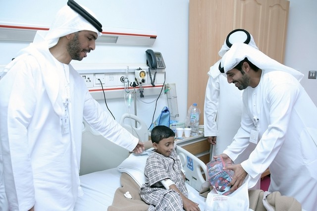 A delegation from the Abu Dhabi City Municipality visited Rahba Hospital to meet bed-ridden children and cheer them up by offering them gifts