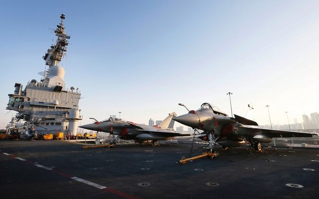 French Aircraft Carrier Charles de Gaulle Arrives in Abu Dhabi