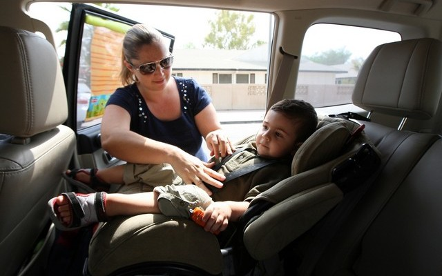 Abu Dhabi airport taxis to be fitted with child seats