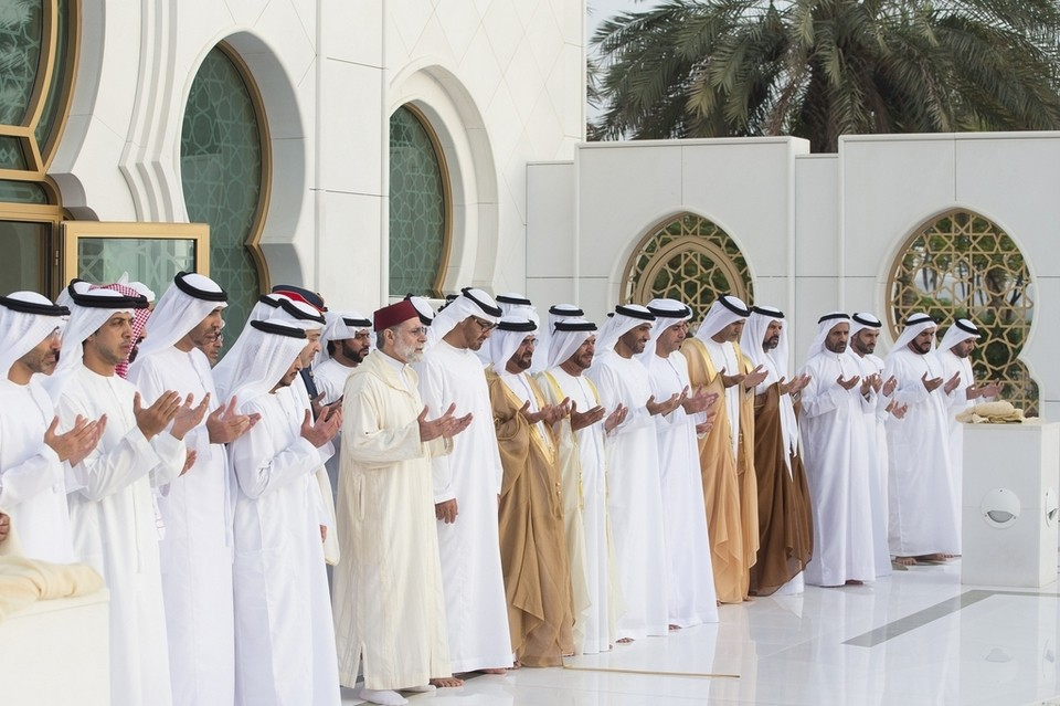 Sheikh Mohammed bin Zayed along with other sheikhs and ministers also visited the tomb of the founding father of the UAE