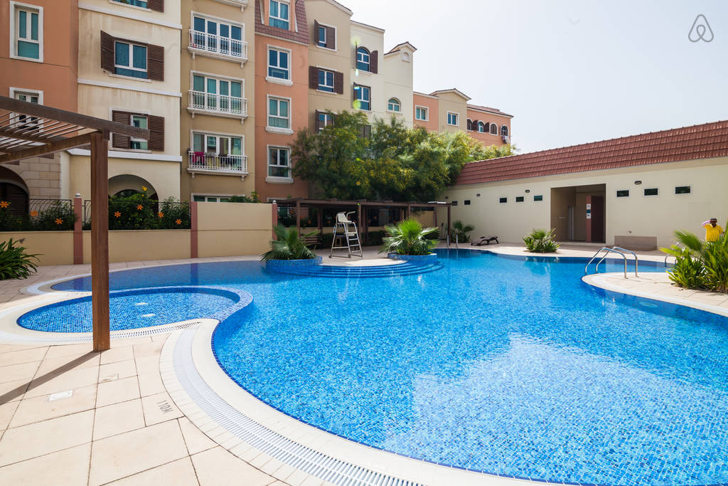 Apartments for rent in discovery gardens dubai abu for Garden pool dubai