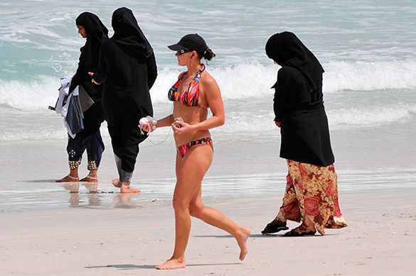 Dressing on Dubai Beach