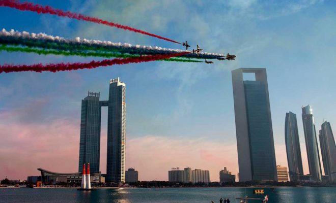 Challengers woo crowds as Red Bull Air Race starts